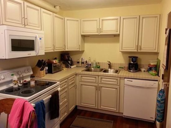 15 Chapel Hill Dr APT 10, Plymouth, MA 02360