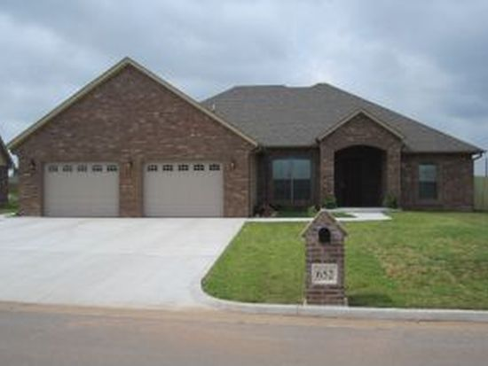 652 SW 7th St, Moore, OK 73160