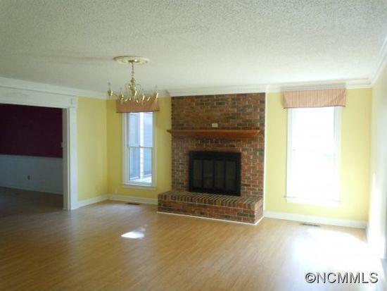 345 White Oak Ln, Tryon, NC 28782
