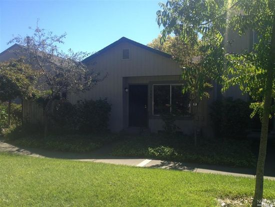 386 Gate Way, Santa Rosa, CA 95401