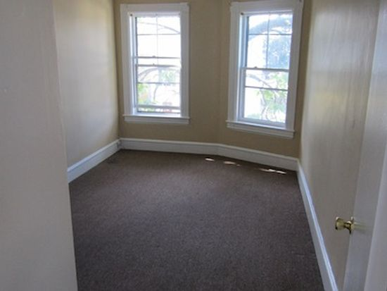 632 Silver St APT 3E, Manchester, NH 03103