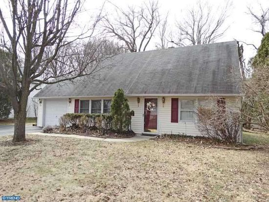 23 Long Loop Rd, Levittown, PA 19056