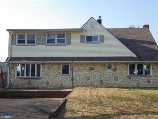 9 Newberry Ln, Levittown, PA 19054