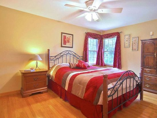 32 Elmcrest Rd, North Andover, MA 01845