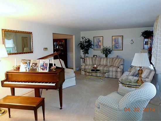 257 Lytton Rd, Coraopolis, PA 15108