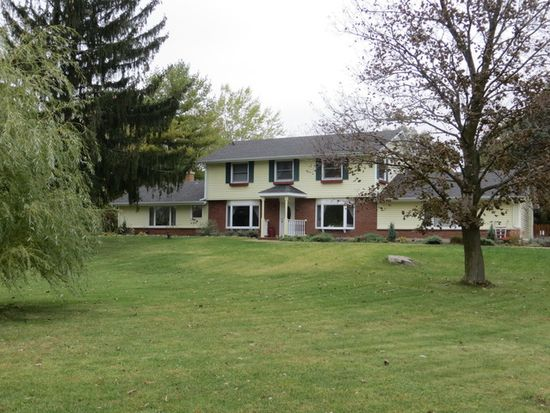 315 S Fleming Rd, Bull Valley, IL 60098