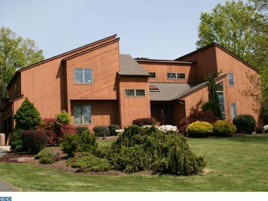 3 Spring Hollow Dr, Hopewell, NJ 08525