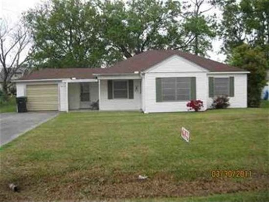 2830 Berry Ave, Groves, TX 77619