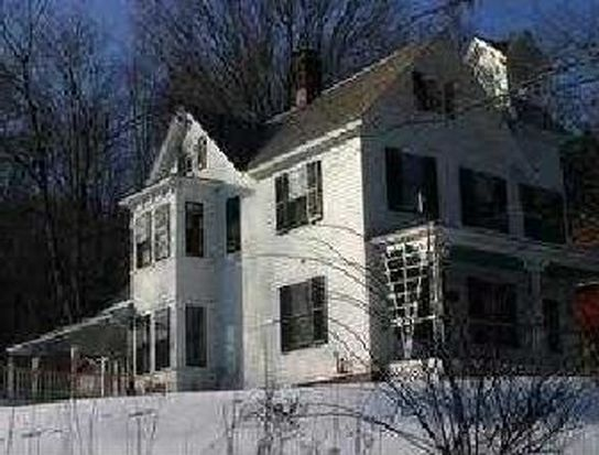 18 William St, Chester, MA 01011