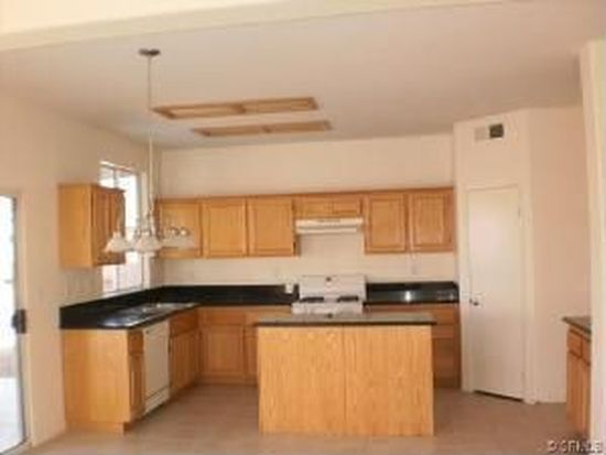 13586 Winewood Rd, Victorville, CA 92392