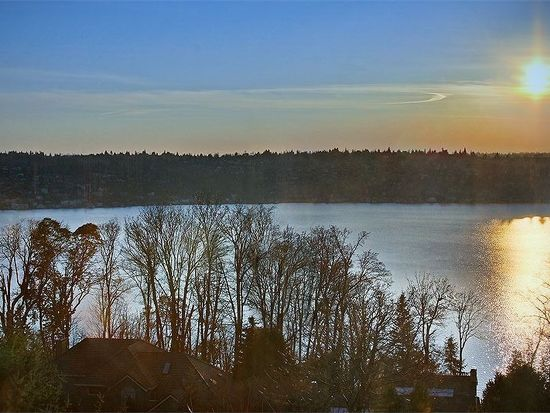 8289 SE 82nd St, Mercer Island, WA 98040