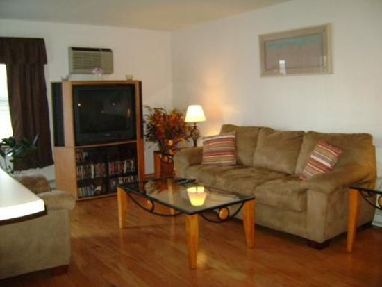 1361 Cunat Ct APT 1B, Lake In The Hills, IL 60156
