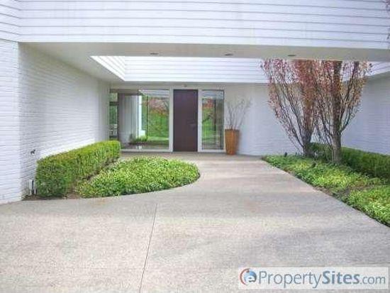 160 Chesterfield Rd, Bloomfield Hills, MI 48304