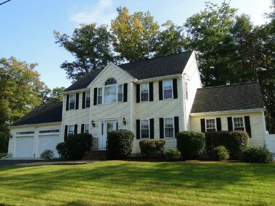 18 Old Stagecoach Rd, Attleboro, MA 02703