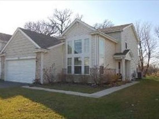 1310 Promontory Dr, Pingree Grove, IL 60140