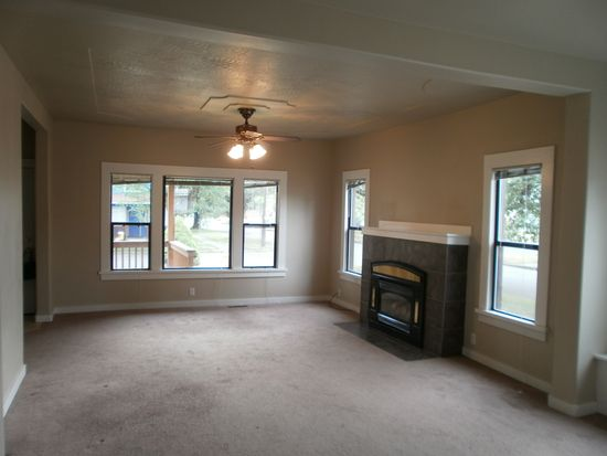 1115 S 6th Ave, Kelso, WA 98626