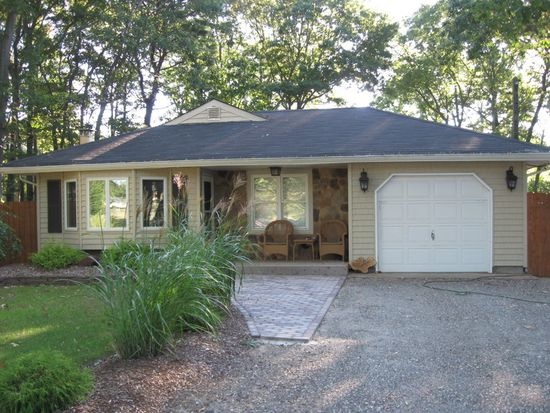 229 Chichester Ave, Center Moriches, NY 11934