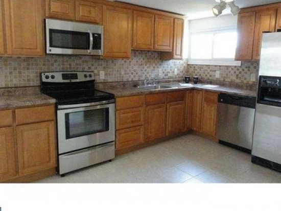 113 Crabtree Dr, Levittown, PA 19055