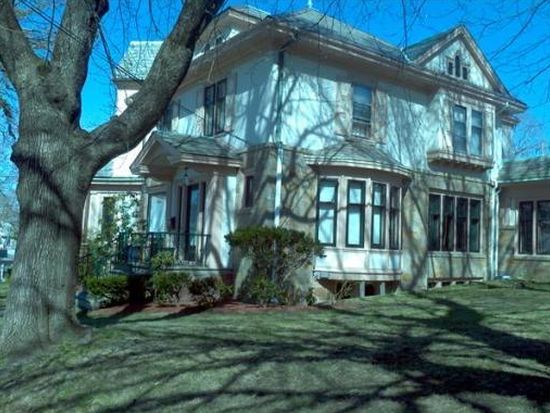 546 Park Ave, Woonsocket, RI 02895