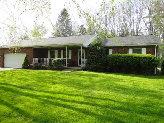 25 Forest Glen Dr, Grove City, PA 16127