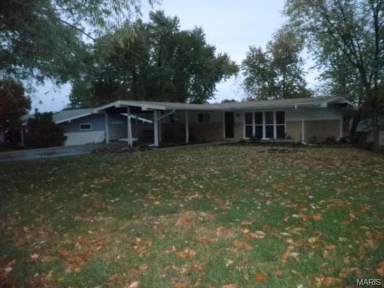 47 Deerfield Ln, Saint Louis, MO 63146