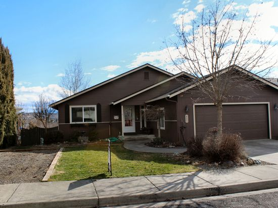 605 N Heights Dr, Eagle Point, OR 97524