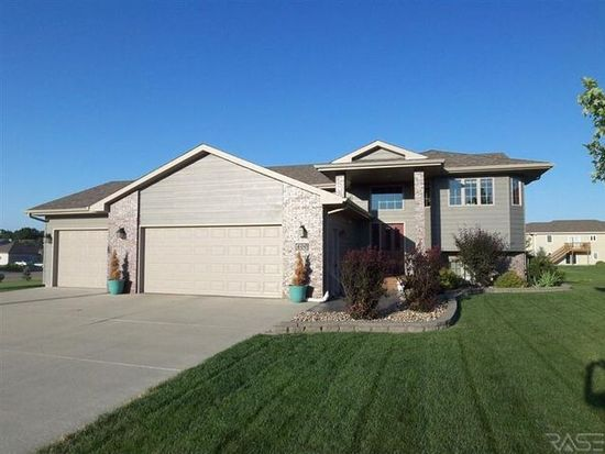400 Kelsey Cir, Crooks, SD 57020