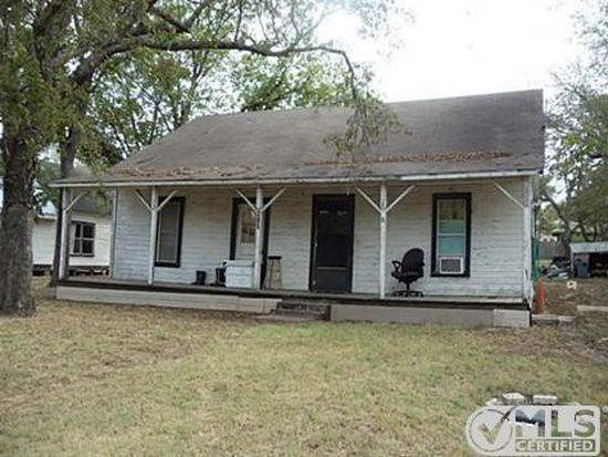 205 Lee St, Wolfe City, TX 75496