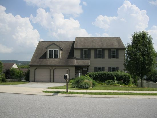 90 Rosalia Cir, York, PA 17402