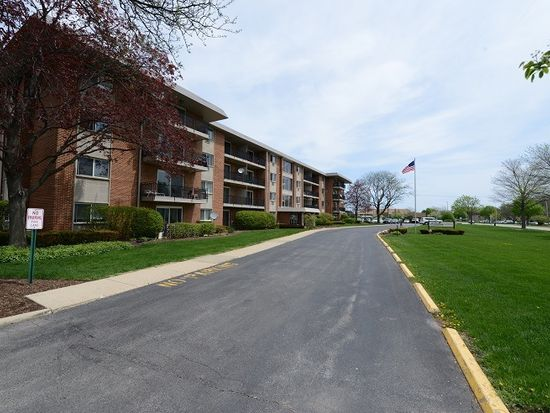 2234 S Goebbert Rd APT 225, Arlington Heights, IL 60005