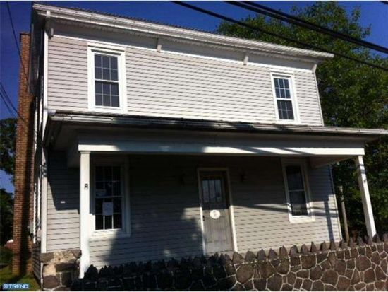 36 Walnuttown Rd, Fleetwood, PA 19522