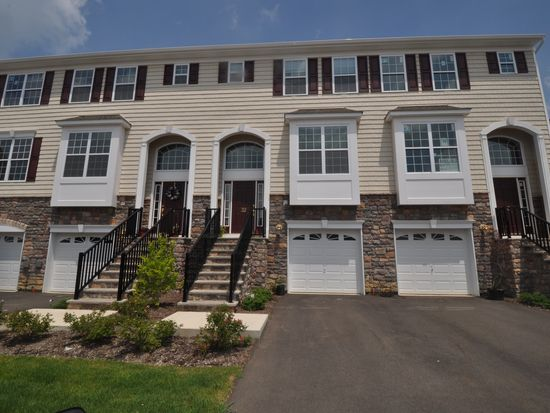 32 Daly Ct, Old Bridge, NJ 08857