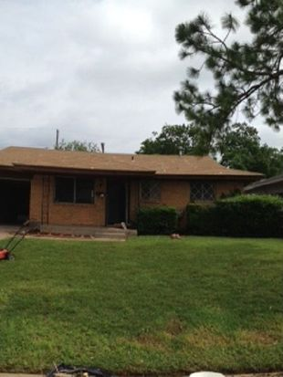 737 SW 4th Pl, Moore, OK 73160