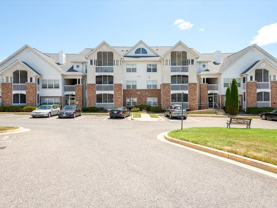 6632 Lake Park Dr APT 301C, Greenbelt, MD 20770