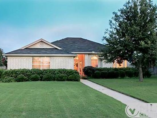 201 Waverly Ct, Weatherford, TX 76085