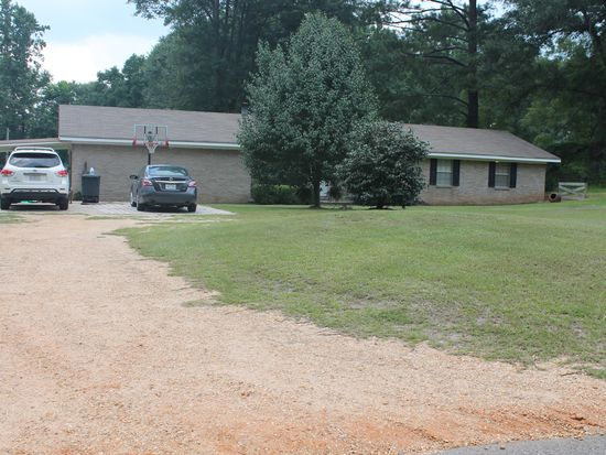 22 Calhoun Circle Dr, Laurel, MS 39443