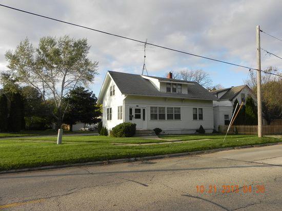 832 Dean St, Woodstock, IL 60098