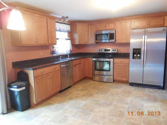 4 Sherwood Rd, Londonderry, NH 03053