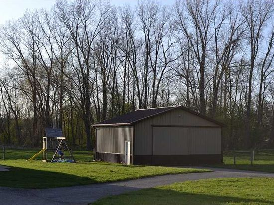 6095 S Mill Rd, Spiceland, IN 47385