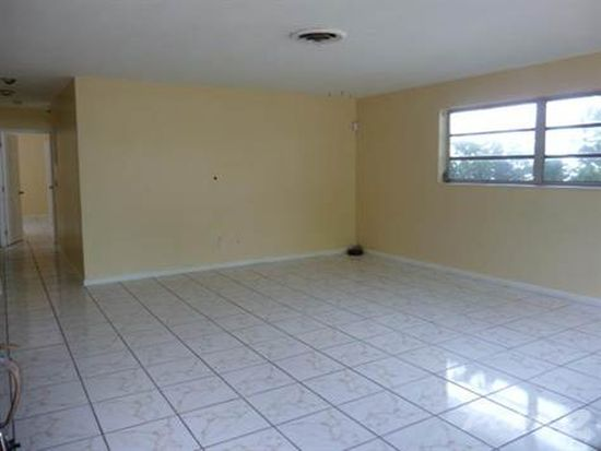 830 NE 182nd Ter, North Miami Beach, FL 33162