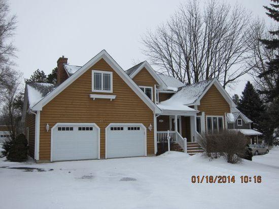624 W South St, Woodstock, IL 60098