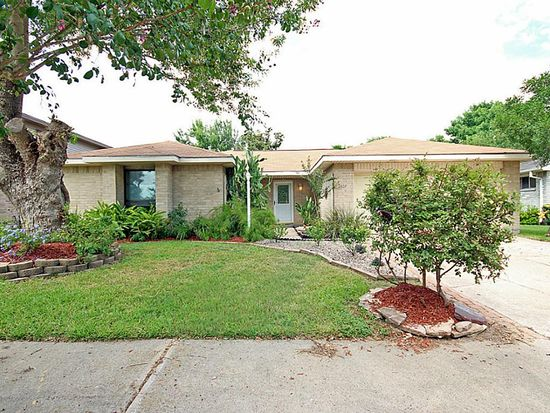 2807 S Brompton Dr, Pearland, TX 77584