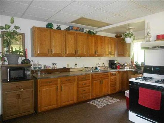 210 E Waterford St, Wakarusa, IN 46573