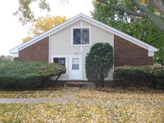 122 Jamestown Ln, Bolingbrook, IL 60440