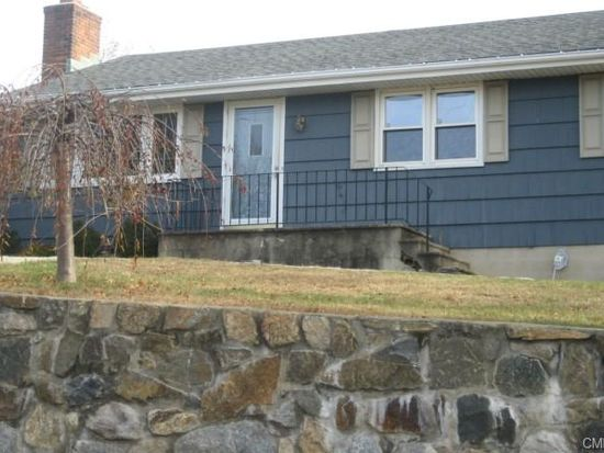 2 Muffin Ln, Norwalk, CT 06851