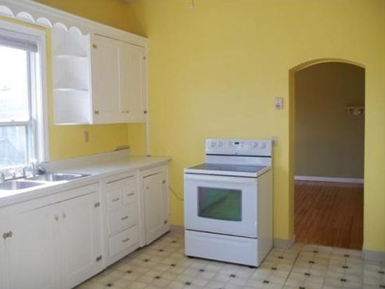 286 Grove St APT 2, Fall River, MA 02720