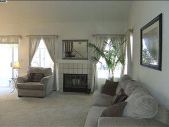 602 Black Pine Dr, San Leandro, CA 94577