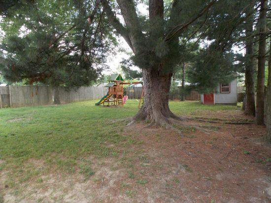 6308 Yellow Pine Dr, Louisville, KY 40229