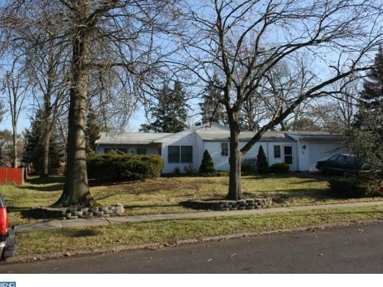38 Incurve Rd, Levittown, PA 19057