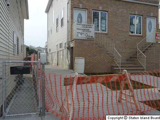 632 Hunter Ave, Staten Island, NY 10306